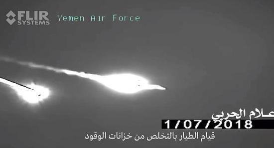 一边加速飞行一边投放干扰弹,这是中空飞机对付肩扛式导弹的标准动作