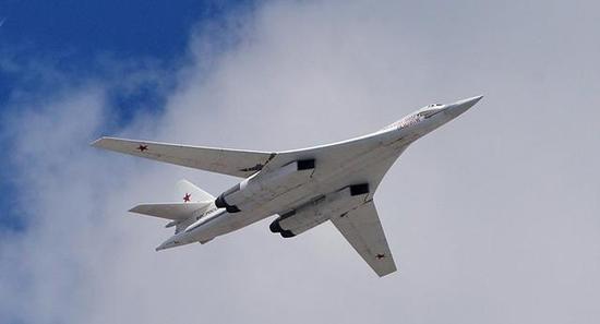 图为图-160M2战略轰炸机