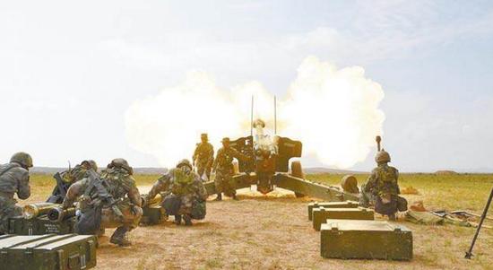 解放军炮兵旅的实战演习。(资料图)