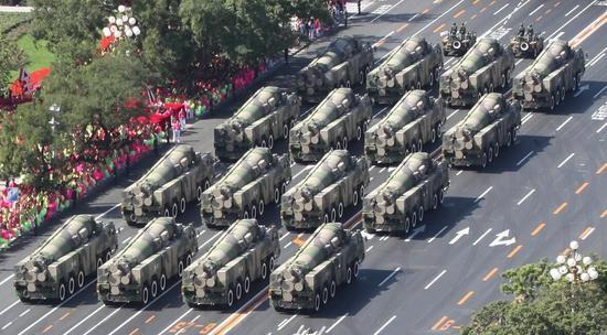 美军航母在南海绕圈对华挑衅 中国可用这两招反制