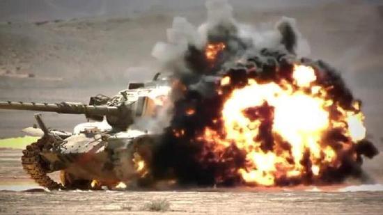 反坦克弹道导弹击中坦克