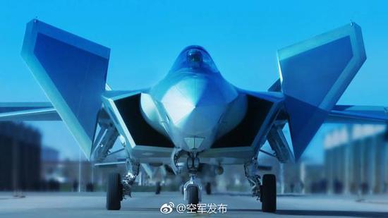 中国空军官方发布的歼-20列装作战部队消息配图。