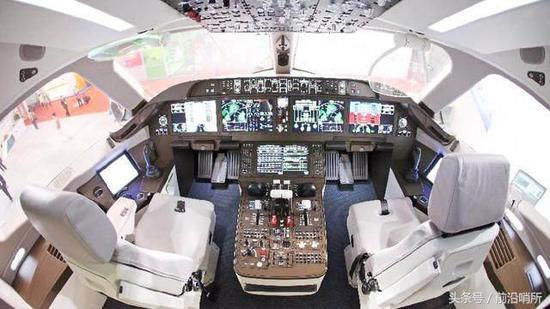 资料图:飞机驾驶室