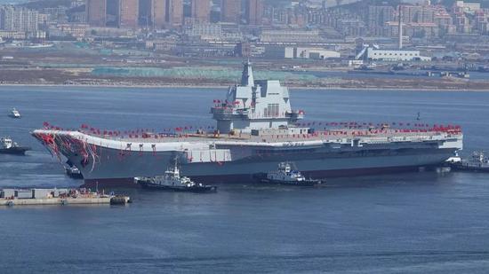 我国第一艘国产航母于去年4月26日下水。