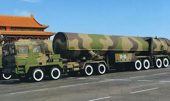 图为中国军队装备的弹道导弹