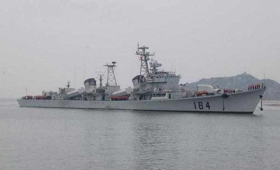 中国海军主力舰摇身变成海警船 火力吊打他国炮舰