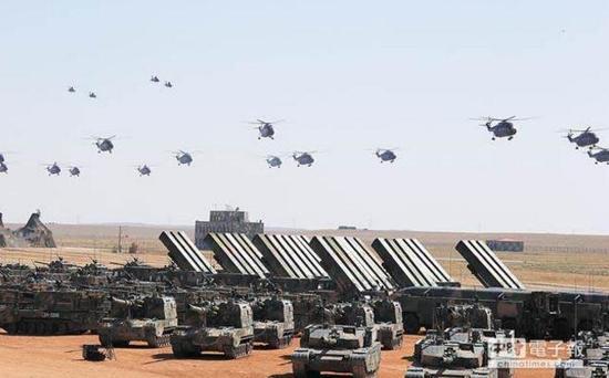 解放军陆航旅在朱日和训练基地接受检阅(图片来源:中时电子报)