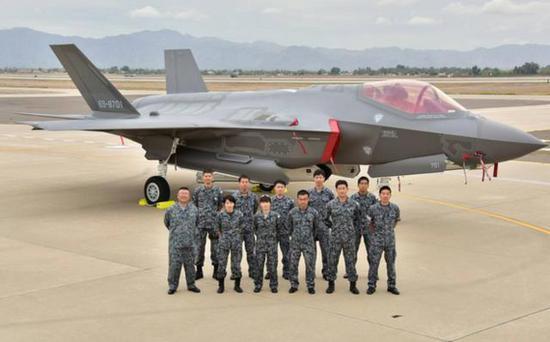日本首架国产F-35A战斗机