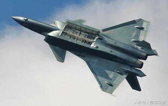 机腹弹仓容积巨大的歼-20有很大的改进潜力