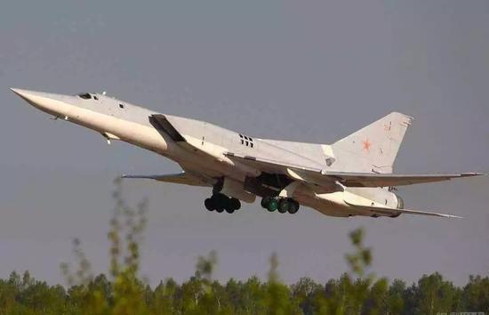 主要是可变后掠翼的转轴结构使飞机死重增加,机动性下降,机械结构容易