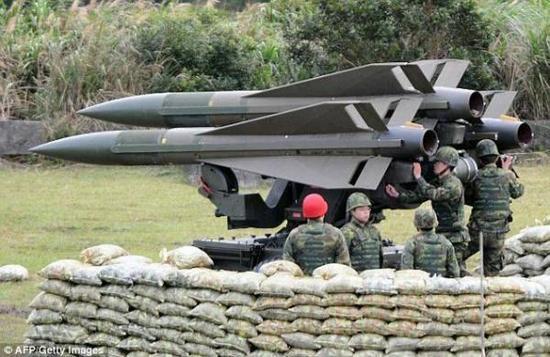 """台军将古董导弹部署绿岛 要""""威吓""""解放军绕台飞机"""