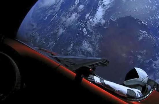 太空中的特斯拉跑车传回的照片