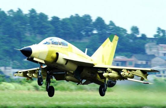 教练-9原型机载弹试飞