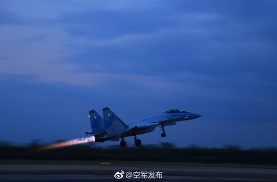 """中国空军""""空军发布""""微信号发布的苏-35照片"""