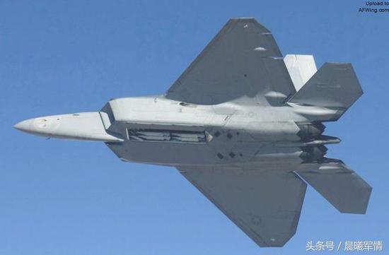 内置弹仓挂载SDB小直径炸弹的F-22A战机