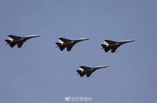 """中国空军""""空军发布""""微信号发布的苏-35四机编队照片"""