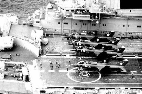 在明斯克号航母上整装待发的雅克38