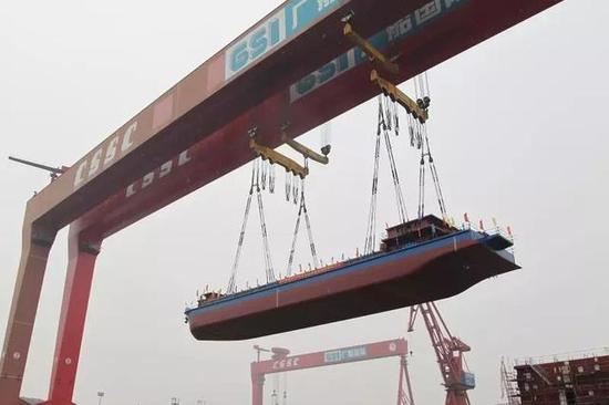 世界首艘2200吨的纯电池推动运输船