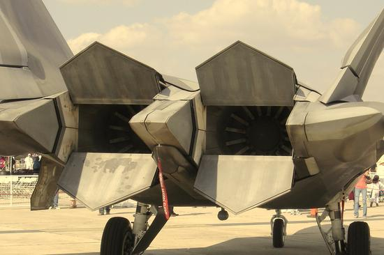 F-22战斗机尾部