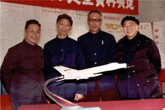 1979年,殲8白天型設計定型資料審查 左起:顧誦芬、鐘敏昭、管德、邱宗麟
