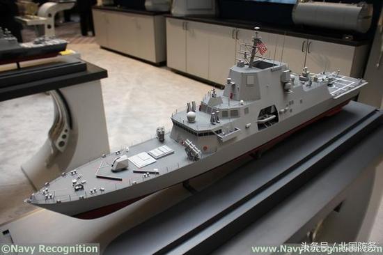 △洛·马展出的FFG(X)护卫舰概念模型,前方结构大幅修改以让出甲板空间给两套垂直发射系统