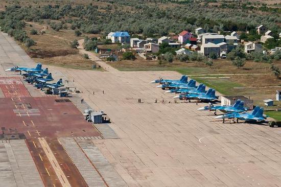 俄航母训练中心不只是几块水泥地 仅钢铁就用上万吨