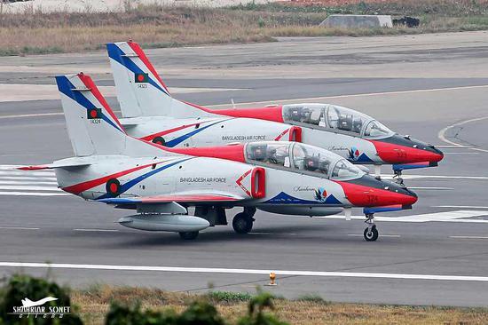 孟加拉国空军装备的K-8教练机。
