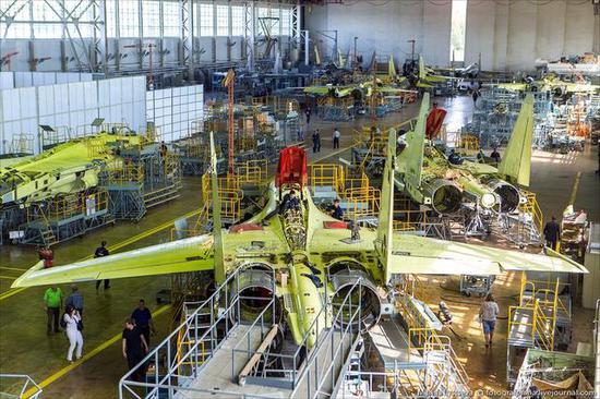 繁忙的苏-35生产线上有为中国生产的批次