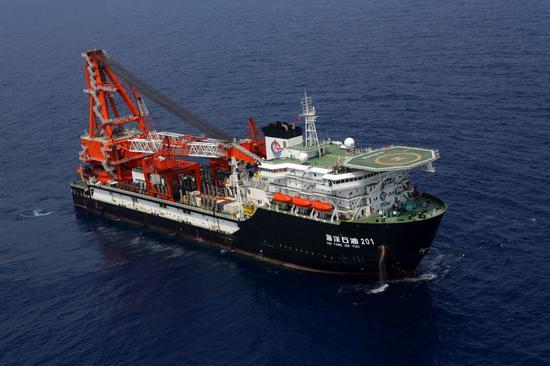 中国在南海海底自主铺设最长管线完工