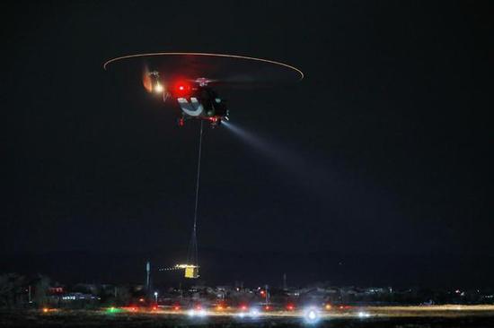 图片:米-171夜间吊运