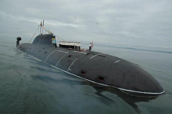 """俄""""北风之神""""级""""亚历山大·涅夫斯基""""号核潜艇"""