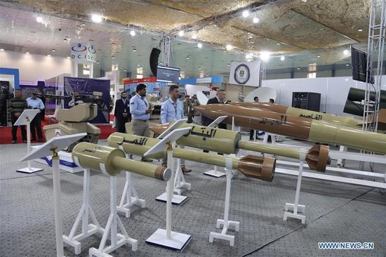 图片:各种煤气罐火箭弹、炮弹已经堂而皇之地出现在了国际防务展的现场。