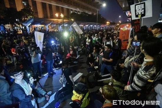 台劳工近日上街抗议蔡当局