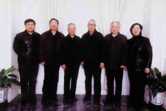 左起孫聰、李天、顧誦芬、管德、李明、李燕