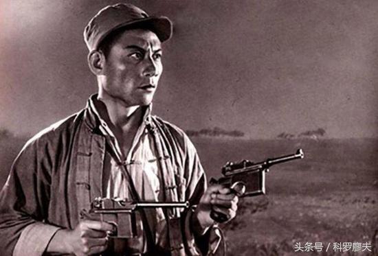 中国军队一直喜欢全自动手枪 为何最后却选半自动手枪