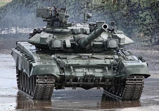 俄T90坦克在叙利亚参战炮塔被打飞 客户却依然抢购
