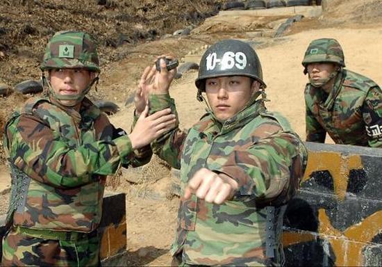 韩军劣质手雷曾惹祸 刚拉弦就在手中爆炸致8人伤亡军事纪实新疆反恐视频