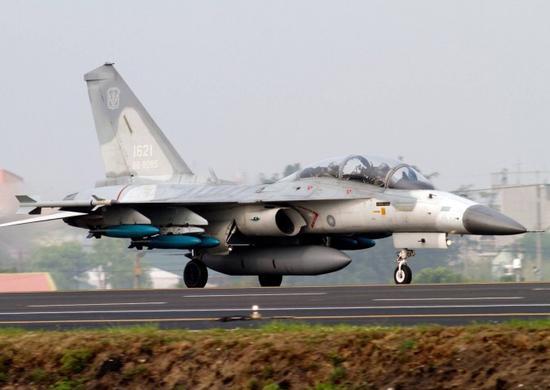 """完成了""""翔展""""升级的IDF战斗机,外形上最直观的特征是挂点变多了"""