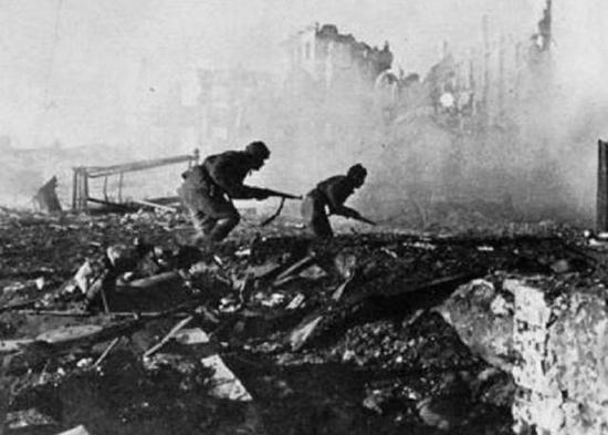 二战苏德两军投300个师争夺一座城市 致90万人丧命