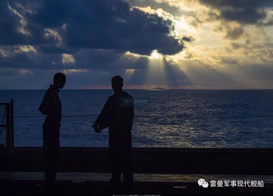 美军将中国052D舰认成自家军舰 航母遭长时间跟踪
