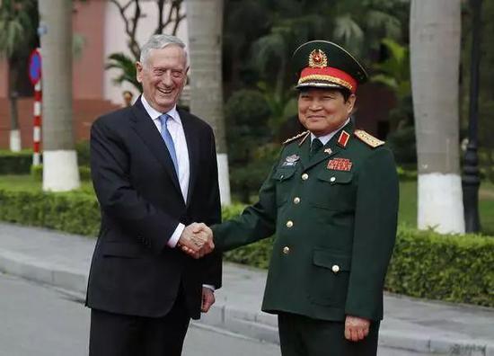 45年后美国航母为何重返越南访问 中国必须小心了