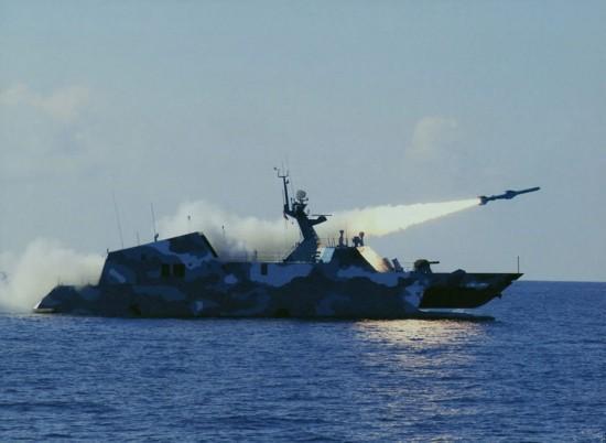中国海军这小快艇竟有这种用处 群狼战术令美军生畏