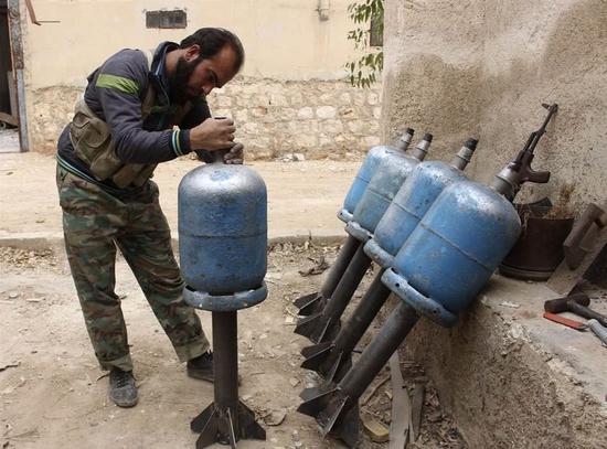 图片:战争时期的自制煤气罐火箭弹。