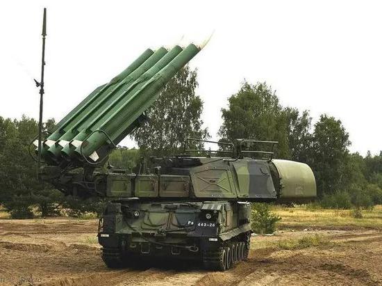 俄媒点评俄军发展:一年就装备190架军机800辆战车