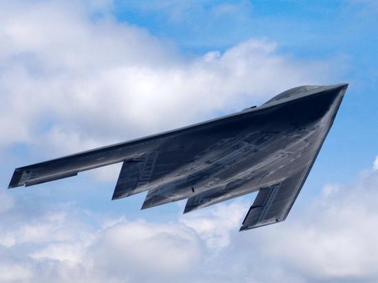 B-2毕竟设计年代较早,面对新的反隐身技术,并非无懈可击