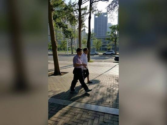 2015年12月,陈水扁在公园散步时,健步如飞。(图片来源:台媒)