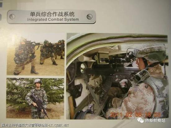 第二阶段,2009年乌鲁木齐市警用武器装备展上展示图,由左下图可见弹匣还在