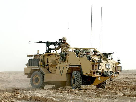 """潘宁所说的""""轻型沙漠车""""——""""豺""""式轻型载具,非常适合在停车位紧张的狭窄地形中作战"""