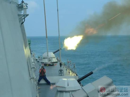 《红海行动》054A护卫舰火力全开 却透露一防空缺陷
