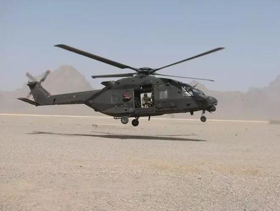 图3、NH-90系列直升机可用作海上支援直升机和中型运输直升机。   2016年4月29日,民用直升机航空公司加拿大直升机股份有限公司(Canada Helicopter Corporation)运营的一架空客直升机公司生产的H-225型直升机在挪威卑尔根地区附近发生了致命的坠毁事故,新加坡当局可能会密切关注这次事故的调查结果。当时的视频显示,飞机的主旋翼已经脱落,共有13名乘客和机组人员遇难。6月2日,在咨询挪威事故调查委员会(AIBN)之后,欧洲航空安全局(EASA)发布公告,在更多信息发布之前